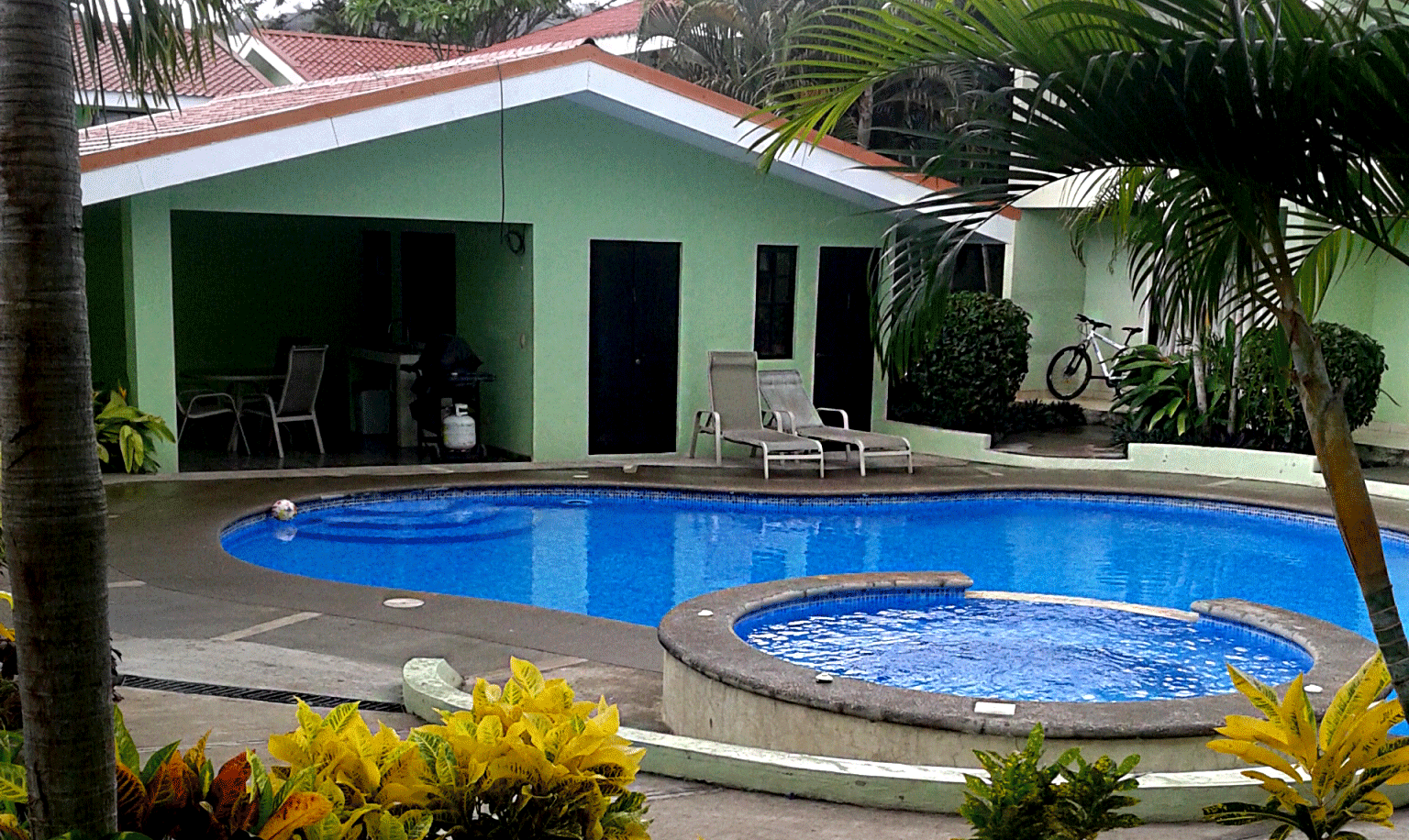 Coco beach condo hot sale walk to beach 2 bed 2 bath for Costa rica vacation house rentals
